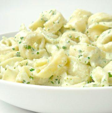 Vegan Tortellini in Creamy Pesto Sauce