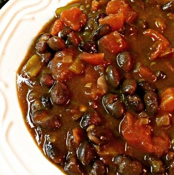 Chipotle Spiced Black Bean Vegan Chili - A hearty and satisfying chili guaranteed to warm you up on a cold day! Ready to serve in just 20 minutes!