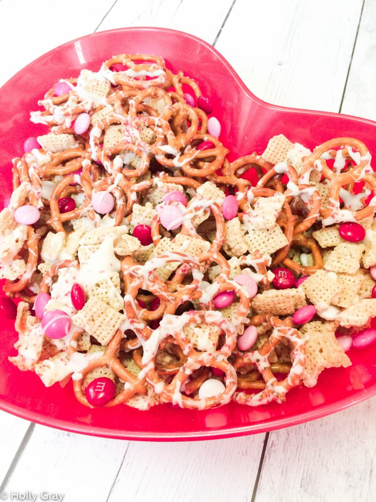 Valentine's Day Party Snack Mix - Sweet and salty goodness in every bite is what you get in this ridiculously easy and crazy addictive snack!