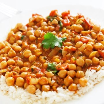 Vegan Channa Masala - This hearty and satisfying vegan version of the Indian classic is ready to serve in around 30 minutes!