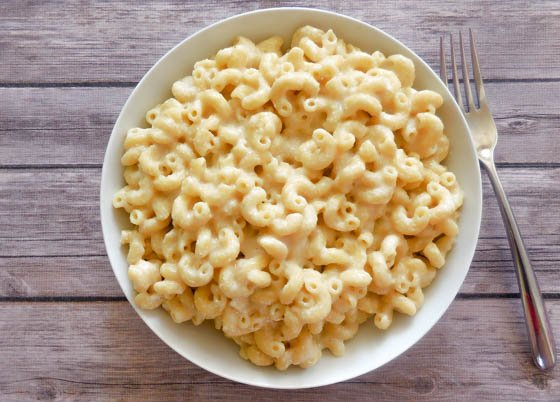 Creamy Vegan Mac & Cheese | Only five ingredients and all the creamy cheesiness you know and love! | thiswifecooks.com via @thiswifecooks