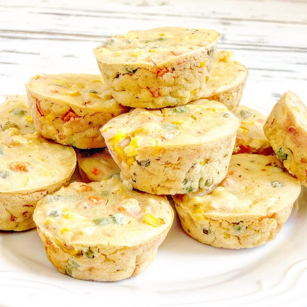 Mini Vegan Quiche Cups - A quick & easy grab-and-go breakfast! One pan will last you for breakfasts all week and you can also freeze them for later.