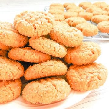 Soft Peanut Butter Cookies - Thick and rich with a touch of sweetness, this vegan version of the old school classic makes for an easy no-fuss dessert!
