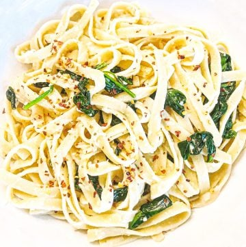 Vegan Spinach Parmesan Fettuccine - Just 5 ingredients! Vegan spinach parmesan fettuccine is a favorite go-to meal when we're short on time or crave the simplicity of an easy, no-fuss dinner.