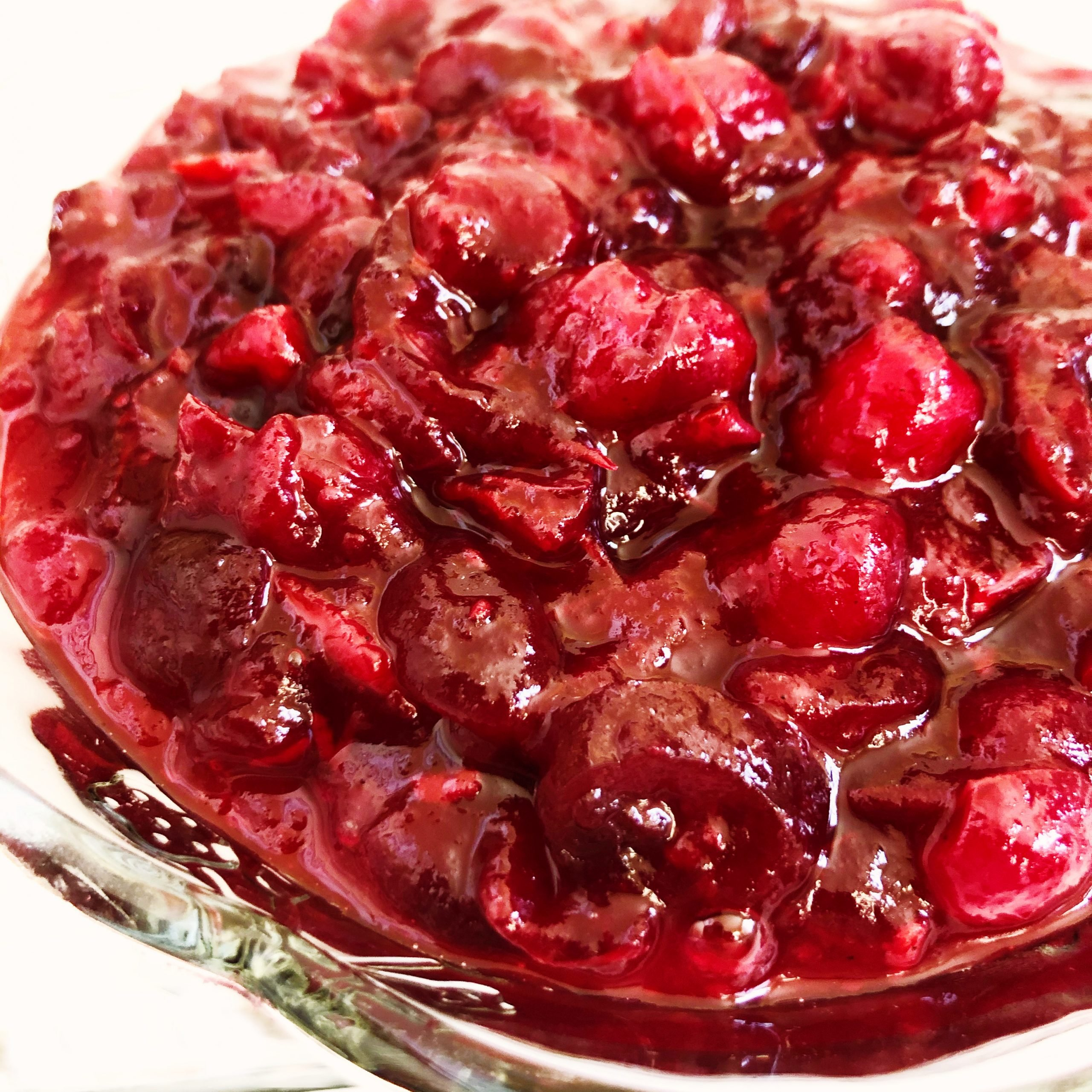Thanksgiving Cranberry Sauce - A classic cranberry sauce, rich with the seasonal flavors of fresh cranberries, orange, and allspice; the perfect addition to your Thanksgiving menu! via @thiswifecooks