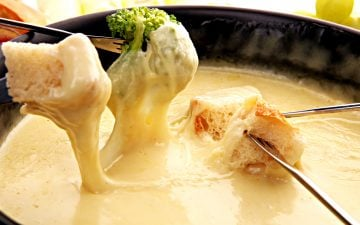 Vegan Beer Cheese Fondue