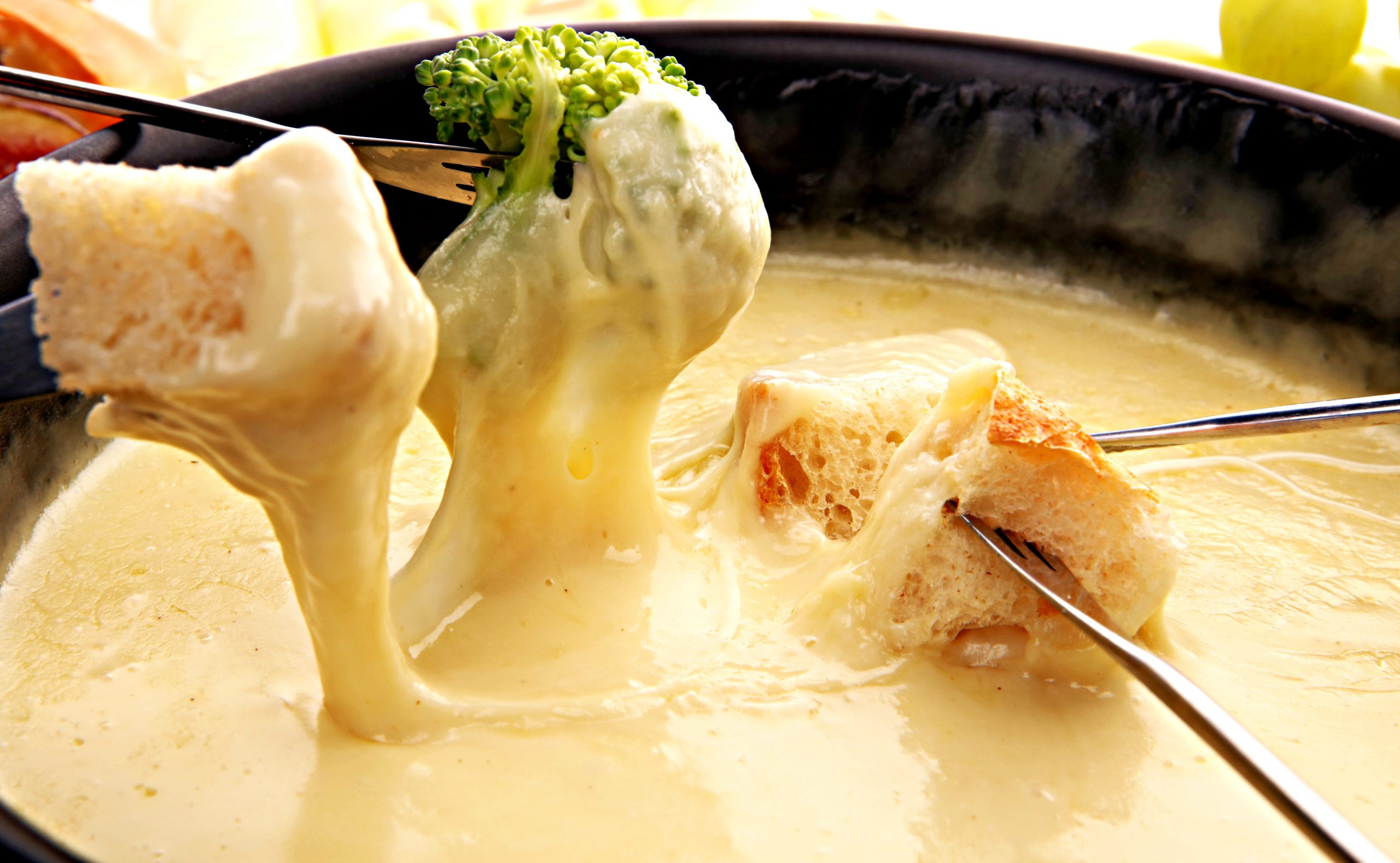 Vegan Beer Cheese Fondue via @thiswifecooks