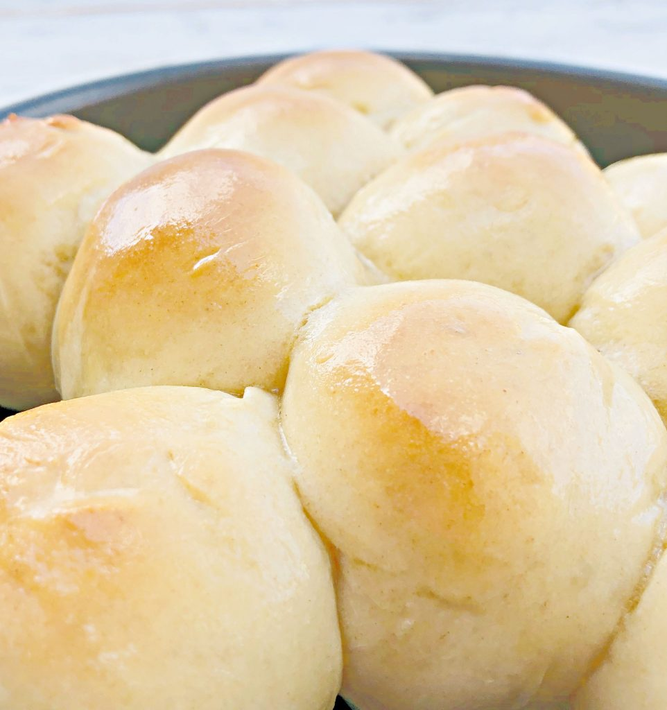 Easy Vegan Pull-Apart Dinner Rolls - Soft and fluffy! Perfect for the holiday dinner table!