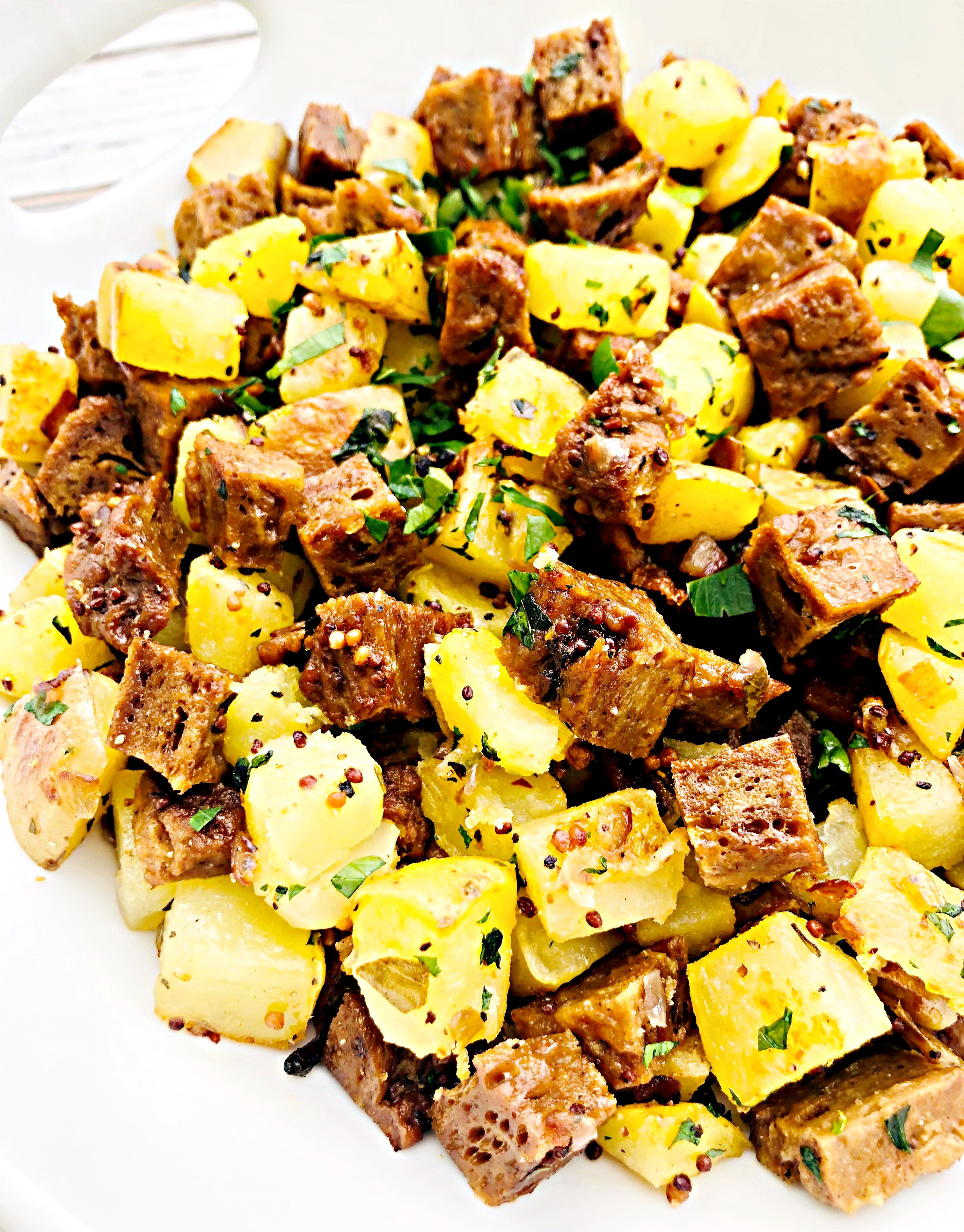Vegan Corned Seitan Hash - a plant-based alternative to corned beef hash!   #veganrecipes #seitanrecipes #veganleftovers #veganstpatricksdayfood #veganhash #thiswifecooksrecipes #easyveganrecipes #easyplantbasedrecipes via @thiswifecooks