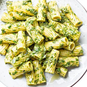 Pesto Rigatoni ~ Fresh homemade basil pesto tossed with rigatoni pasta for a quick and easy weeknight meal. Ready to serve in 20 minutes or less!