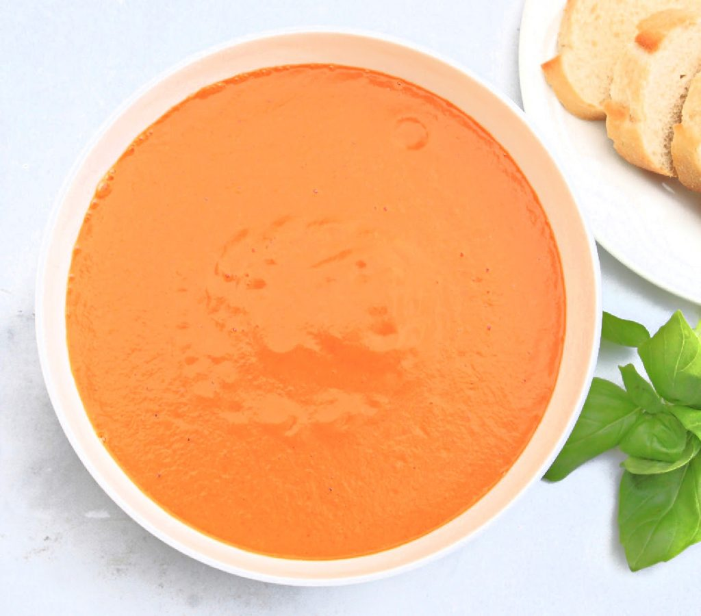 Vegan Tomato Bisque ~ This luscious tomato soup is easy to make with only a handful of ingredients and ready to serve in under 20 minutes!