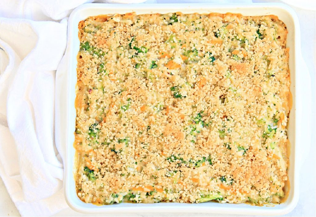 Broccoli and Rice Casserole ~ Fresh broccoli and fluffy rice with homemade vegan cheese sauce. An easy and comforting casserole classic!